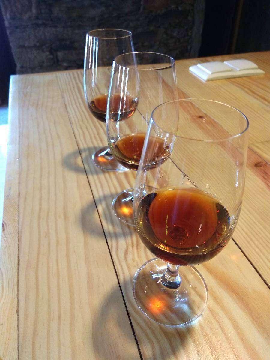 verre-de-VIEUX-PORTO-rouge-COULEUR-ACAJOU-CAFE